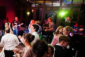 Live-Musik und Bands und DJs